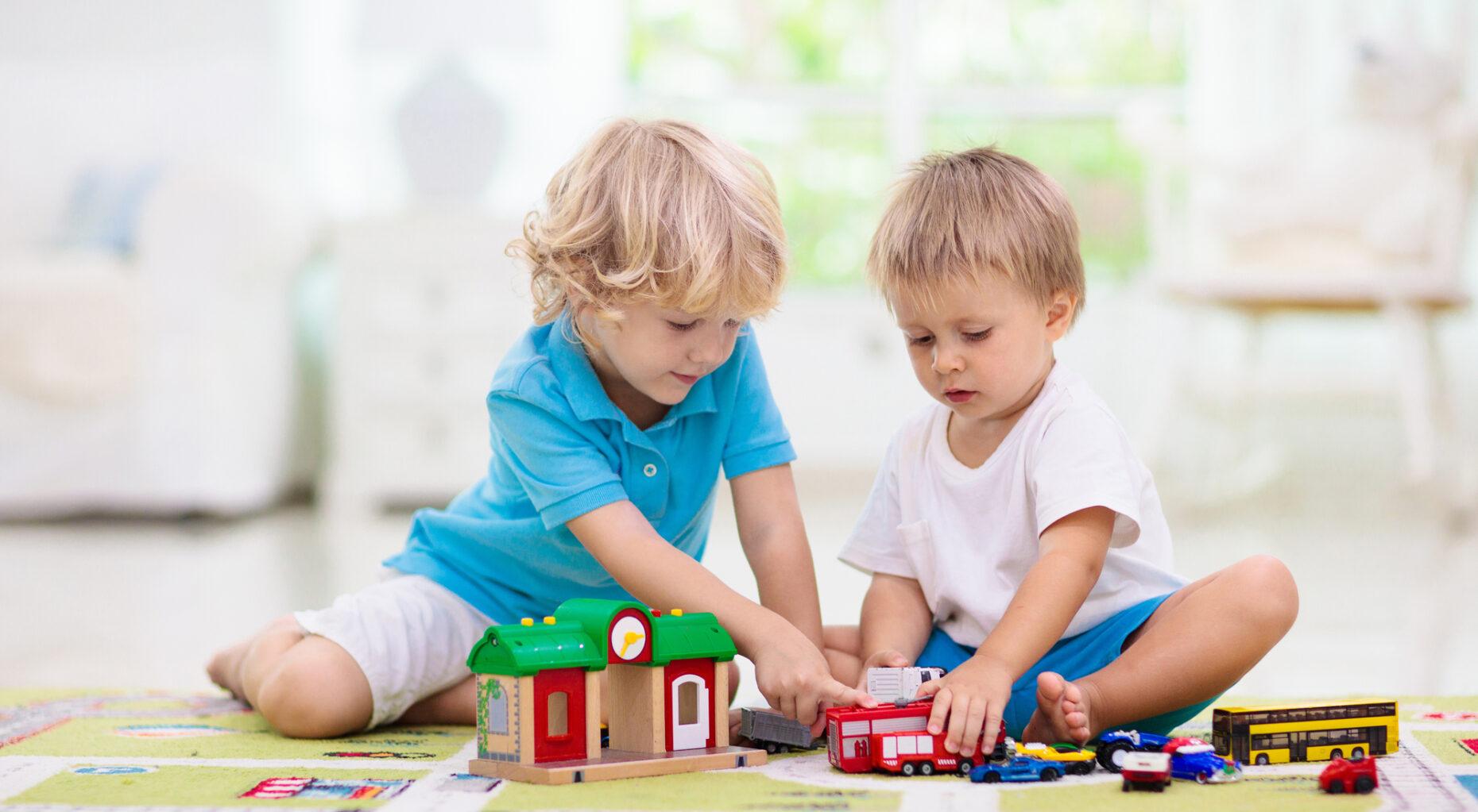 To børn der leger